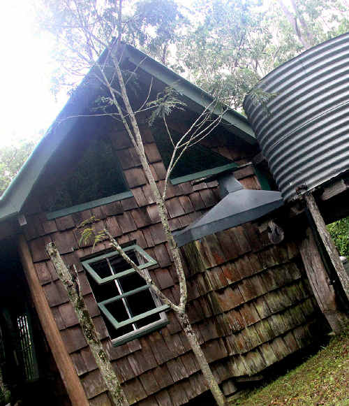 Stoney Creek Farmstay comes complete with a Dead Horse Hostel, a secluded cottage for two, a collection of quarter horses, palominos and assorted others, as well as a cattle dog or three, nestled at the foot of Mt Bridgman, which forms part of the Clarke Range.