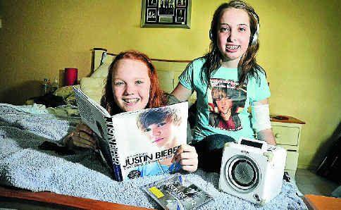 Heart transplant recipient Nadine James, right, and her friend Kristina Tricker saw Justin Bieber in concert last night.