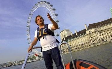 Make sure you rug up warmly for the 80-minute speedboat tour on the River Thames that will have you surging along at 35 knots.