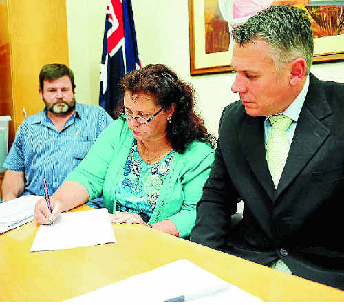 Ian Cameron, nurse whistleblower Christine Cameron and Member for Burnett Rob Messenger launch a petition for a royal commission into corruption in Queensland.