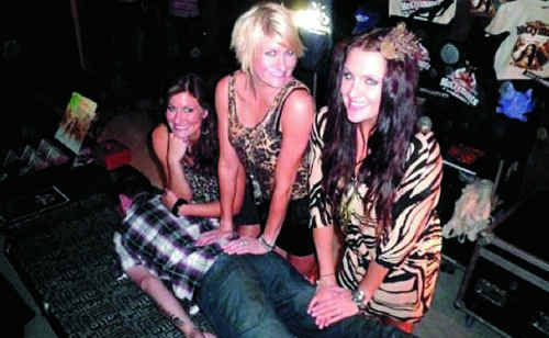 Popular country music sisters The McClymonts take part in a safe planking stunt at The Great Western Hotel. It's CQ's first celebrity plank.