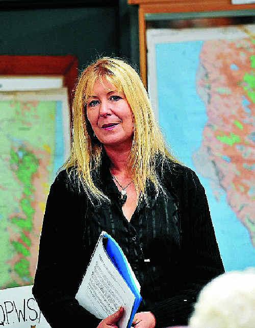 Jennifer Parkhurst, who has been photographing dingoes on Fraser Island for seven years, speaks at Noosa Parks Association.