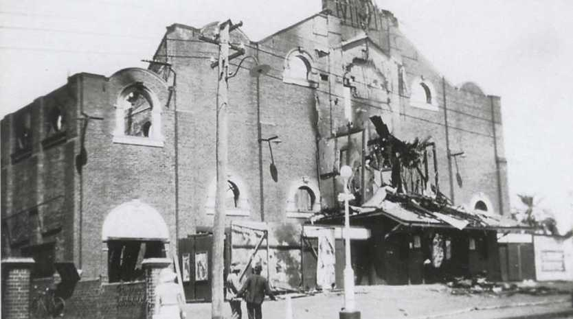 The historic Empire Theatre after it was destroyed by fire in 1933.