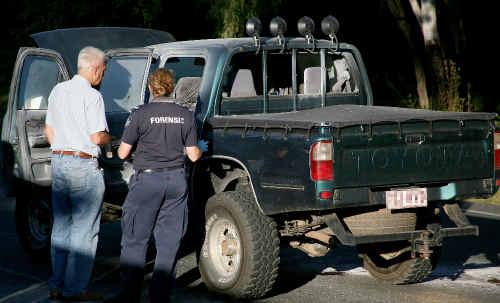Mackay Police investigate the Ute on Keeleys Rd.