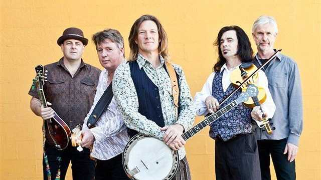 Round Mountain Girls ripped up a Celtic storm at The Tatts in Lismore.