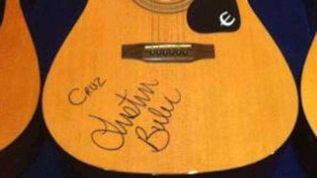The Beckham family have received signed guitars from Justin Bieber.