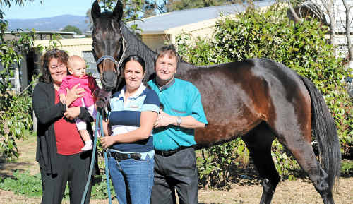 Garry Schwenke (right) with wife Joann (left), grand daughter Lacey and daughter Haleigh wish racehorse Cuban good luck for this weekend in the Queensland Cup.