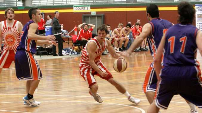 Evan Browne doggers and weaves through the Clippers defence.