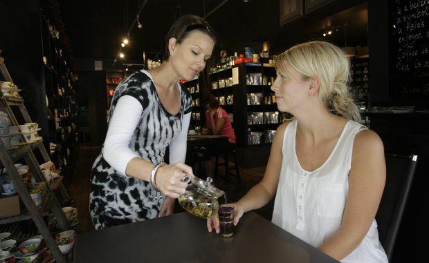 Linda Wharton serves Julie Frogner of Norway a 7 Angels Jasmine Lychee Tea.