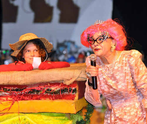 Cath Beynon as Dame Edna and Manu Rohrl as the 'silly salad sandwich' at the fashion parade.