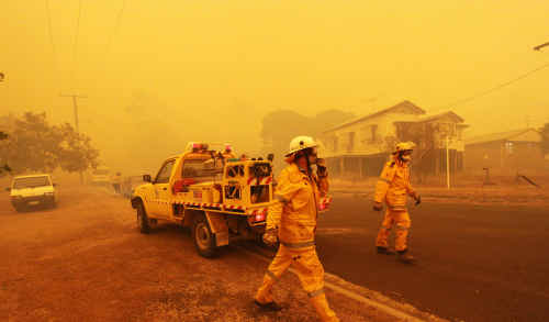 John-Paul Langbroek says Central Queenslanders don't need a repeat of the 2009 Rockhampton bushfire emergency. This 2009 file photo shows a rural brigade in action at Koongal.