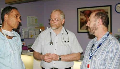 Dr Zvi Graubard talks about health service concerns with RDAQ president Dr Ewen McPhee and AMAQ president Dr Richard Kidd.