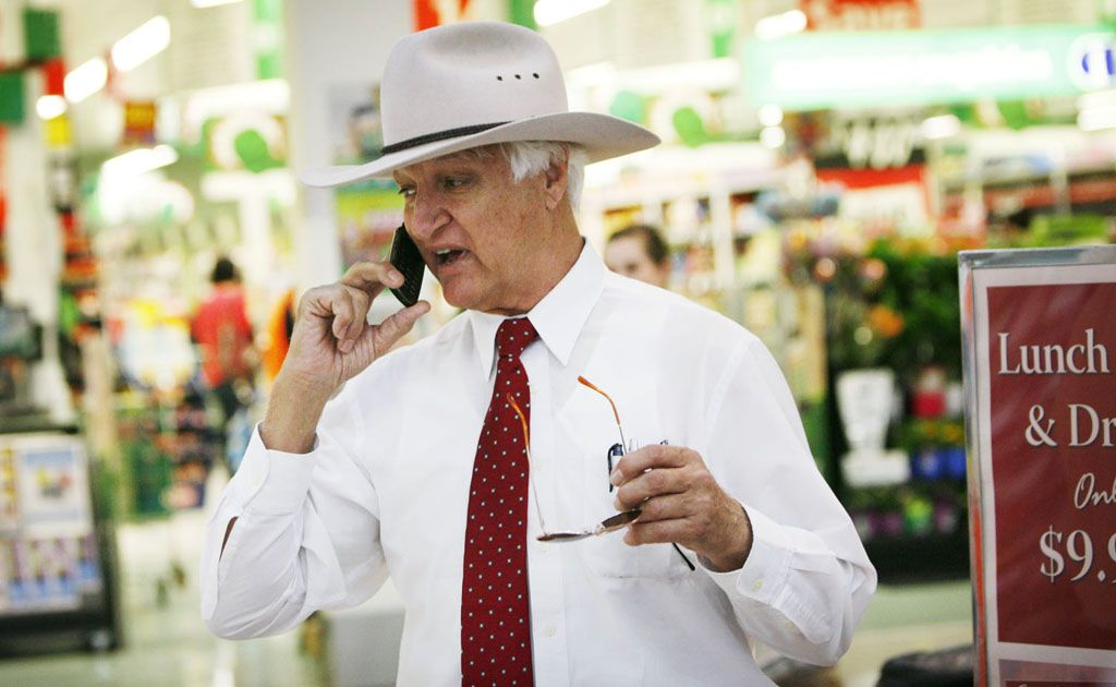 Independent MP Bob Katter is planning a trip to Warwick to talk party politics.