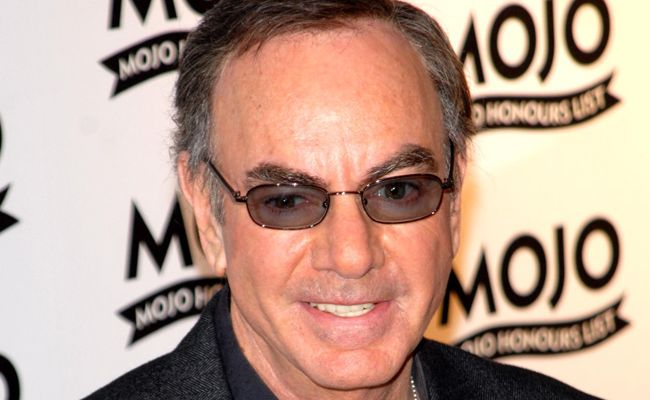 Neil Diamond is getting hitched.