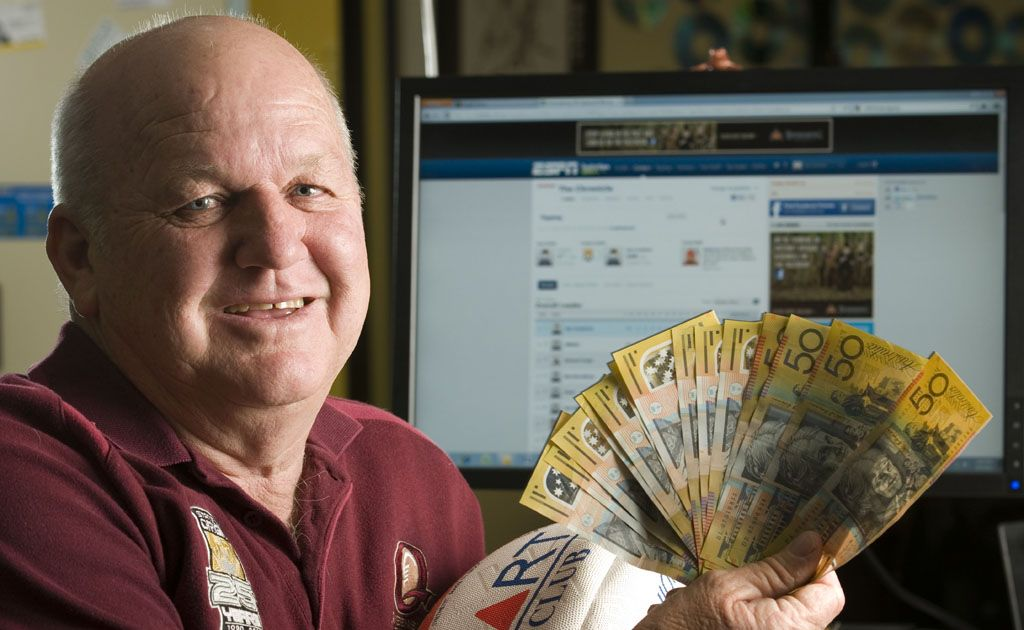 Postmans Ridge man Jim Crawford has won the $10,000 grand prize in The Chronicle's Hyundai NRL Footy Tipping Competition.