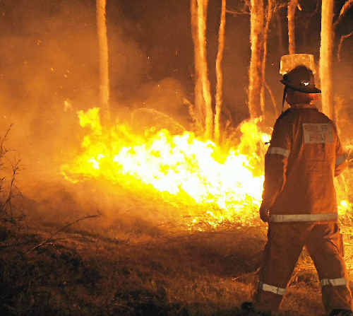 Bush Fire at Wurdong Heights, local Rural Fires Brigades join forces to control blaze.