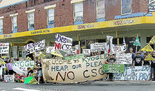 Anti coal-seam gas protesters greet the NSW State Government inquiry into the industry in Kyogle.