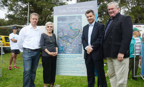 The Coffs Creek Cycleway sign was unveiled by Ian and Barbara Hogbin, Senator Matt Thistlethwaite and Mayor Keith Rhoades.