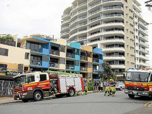 Holidaymakers flee resort fire