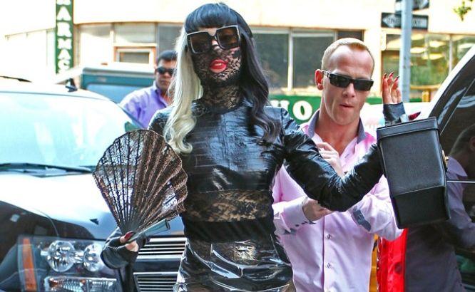 Lady Gaga's friends warn her that new boyfriend is trouble.
