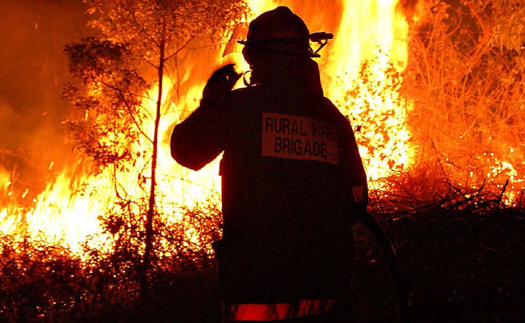 As fires burn across Queensland, rural fire services are running short of volunteers