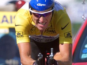 Armstrong accuses cycling president of doping cover-up
