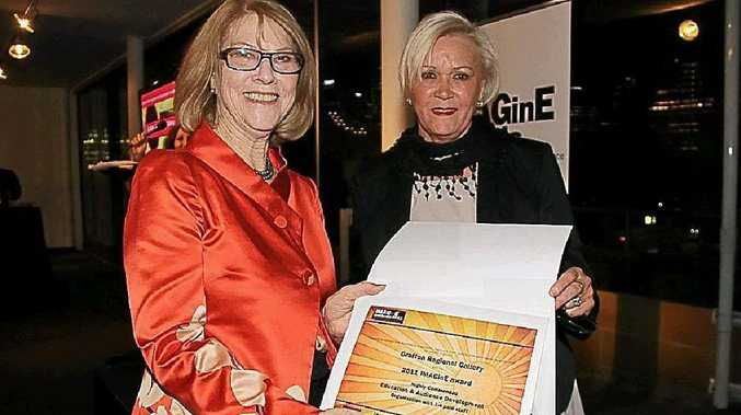 Marlene Szepsy, of the Friends of the Gallery, accepts 2011 Imagine Award.