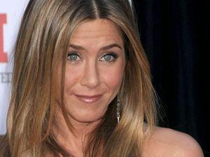 Jennifer Aniston voted Hottest Woman