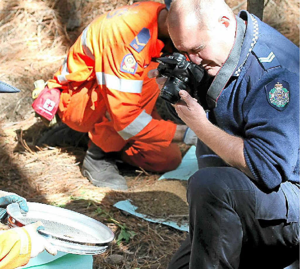 Police and SES search for clues to Daniel Morcombe.