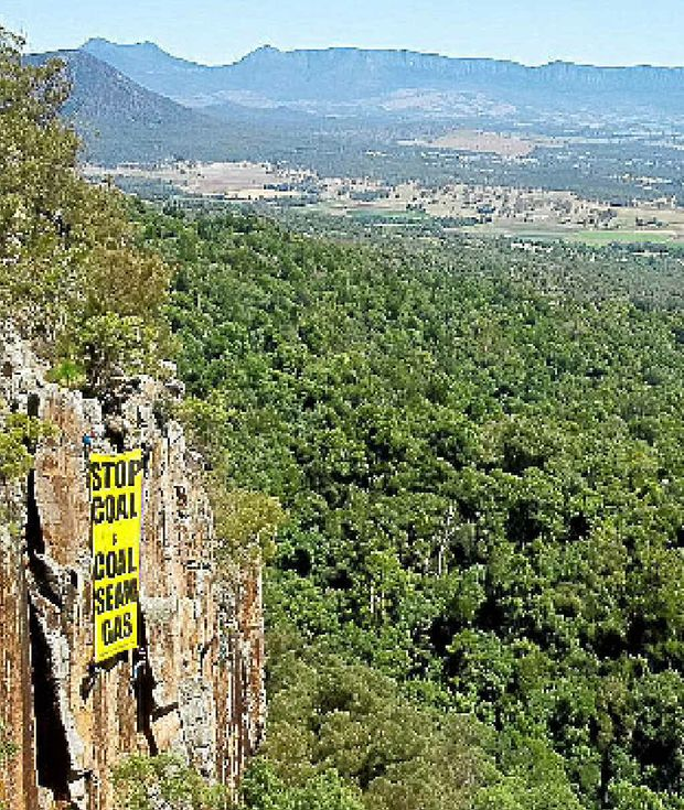 A 40sqm banner hangs on Frog Buttress an internationally renowned rockface on the side of Mt French, just across the Qld border in the Scenic Rim as part of a CSG protest that is planned for this weekend.