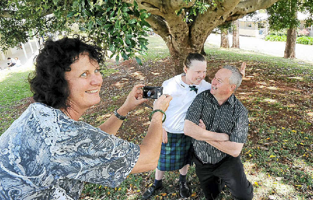 Thanks Dad National Photo Competition co-ordinator Kay Knights with father/daughter team Rebecca Darko, 9, and Lyndon Darko, of Goonellabah.