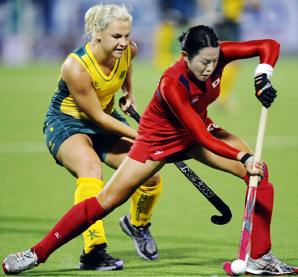 Australia's Amy Korner (left) marks Japan's Akai Mitsuhashi during the 2010 World Cup.