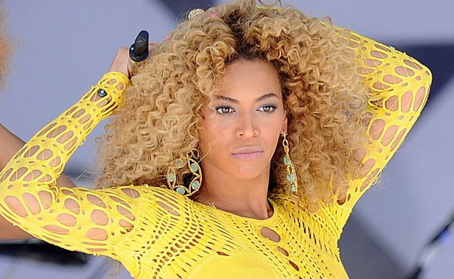 Beyonce Knowles has been named the highest paid performer per minute.