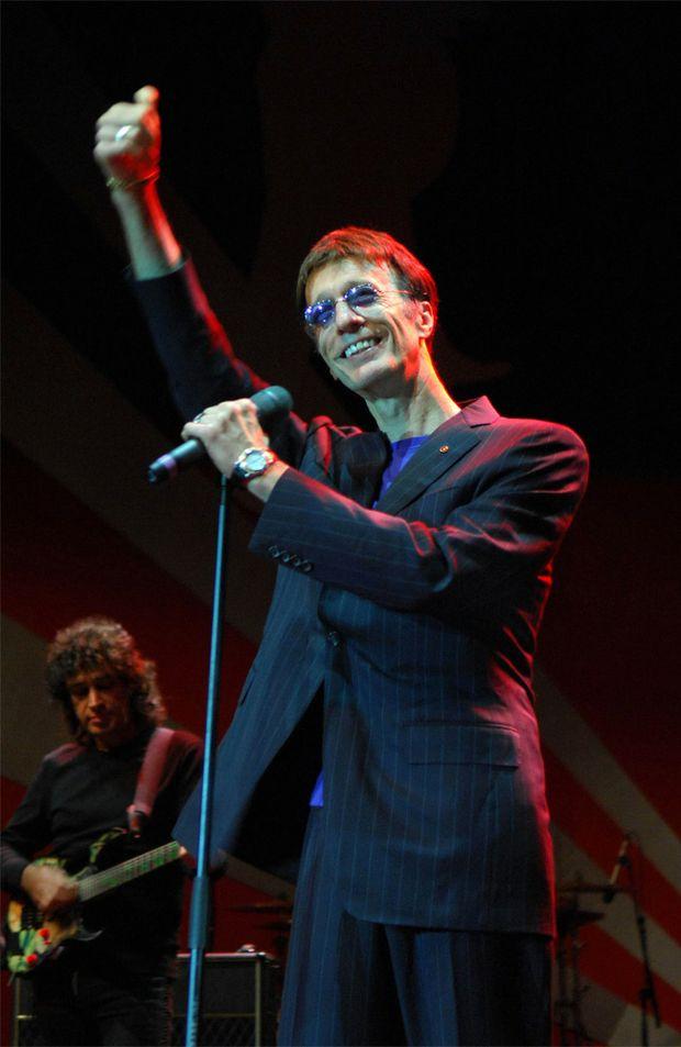 Bee Gees singer Robin Gibb is battling liver cancer.