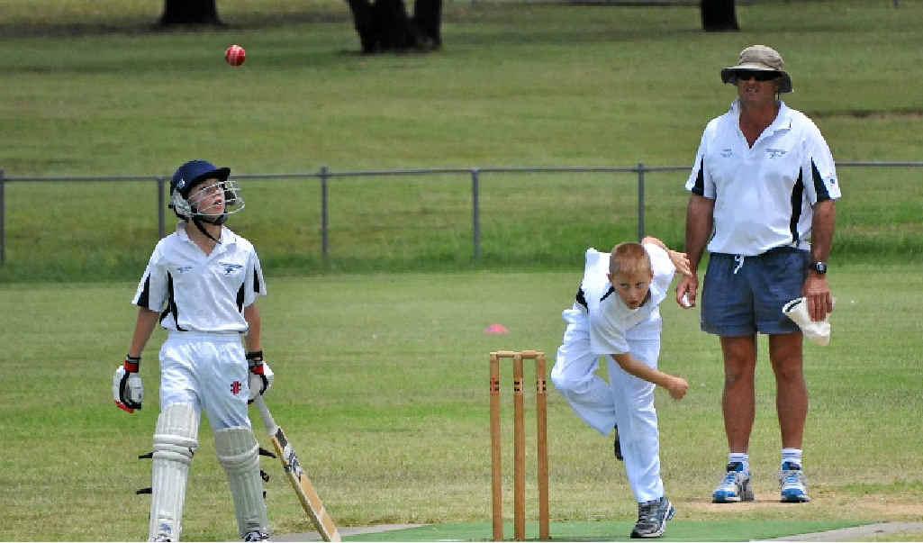 Warwick paceman Cahl Davis in inter-city under-12 cricket action against Goondiwindi.