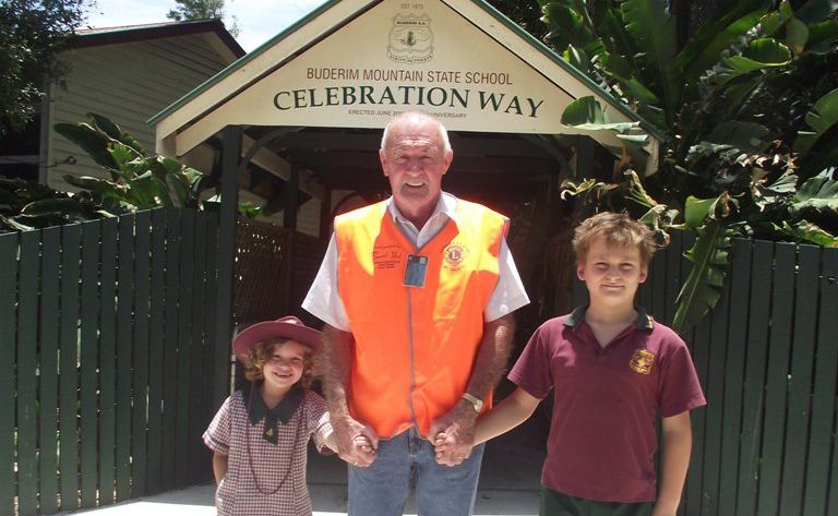 Buderim resident Ray Brayley has been awarded the 2011 Buderim SAFE award for his commitment to Walk to School Wednesdays.