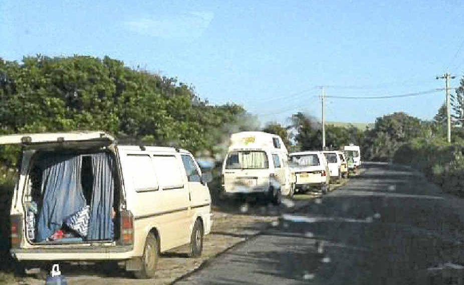Vanpackers at Belongil Beach.