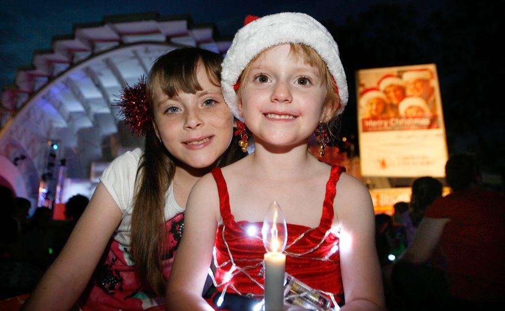 L-R Bella Whitlock (7) and Hollie Webb (5) at the Rockhampton Carols by Candlelight. Photo Chris Ison / The Morning Bulletin. ROK101211ccarols15