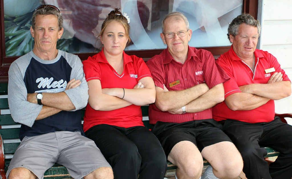 Spar Maclean staff (l to r) Gary Tempest, Jessica Hackfath, Bob Little and Wayne Mewis at the scene where a man had a heart attack and died last Friday.
