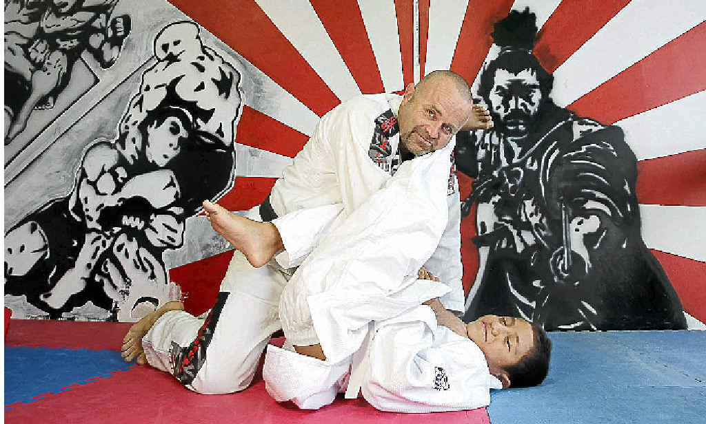 Jiu-jitsu trainer Leo Richards says mixed martial arts gives people a chance to test themselves.
