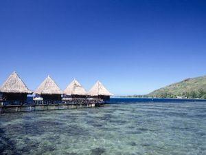 Tahiti: white beaches, turquoise waters