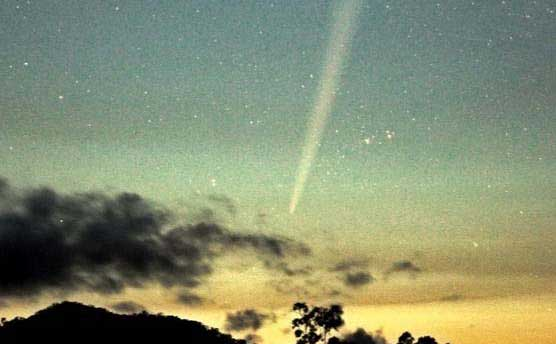 SHARING THE LOVE: Comet Lovejoy at 4.15am on Christmas Eve, as seen from Cannonvale. 