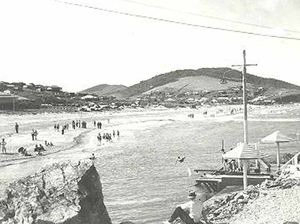 Beach photo poses a mystery