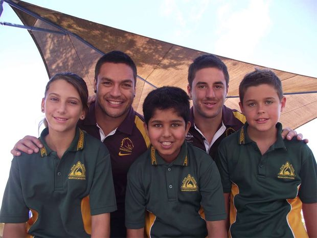 Broncos players Alex Glenn (second from left) and Ben Hunt with Maroochydore State Primary School students, Lilly Murphy, Akram Khan and Oliver Smith.
