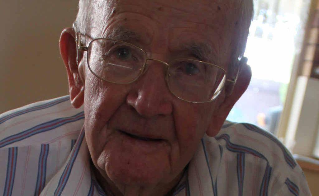 Former prisoner of war Les Cooper.