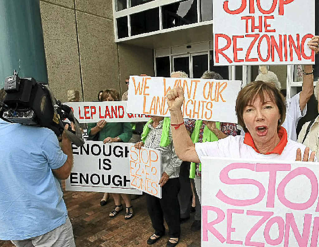 Rikki Grinberg of the Ballina Ratepayers' Association leads the protest outside Ballina Council Chambers.