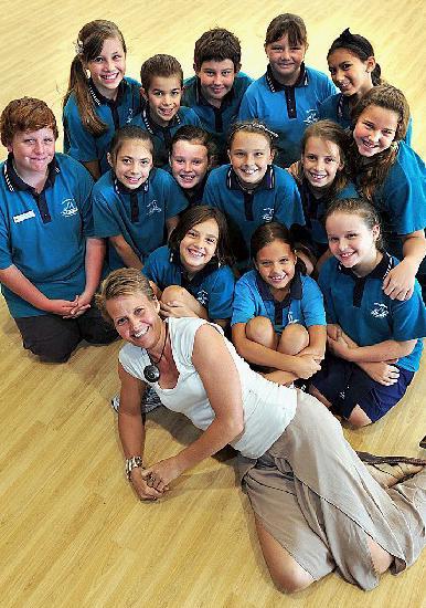 Margit Cruice and some of the Noosaville Primary School students raising money for Matt Golinski.