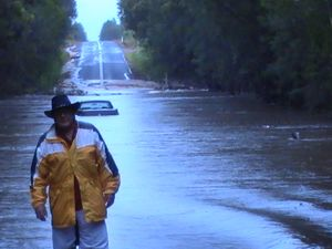 Towns set to be cut off as the Mary River and creeks rise