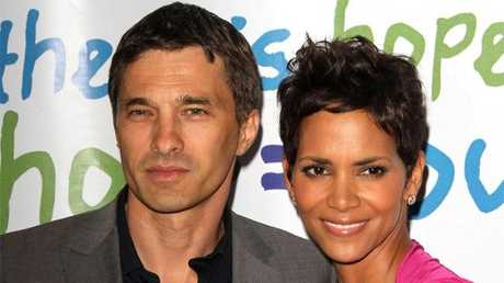 Olivier Martinez confirms his engagement to Halle Berry.