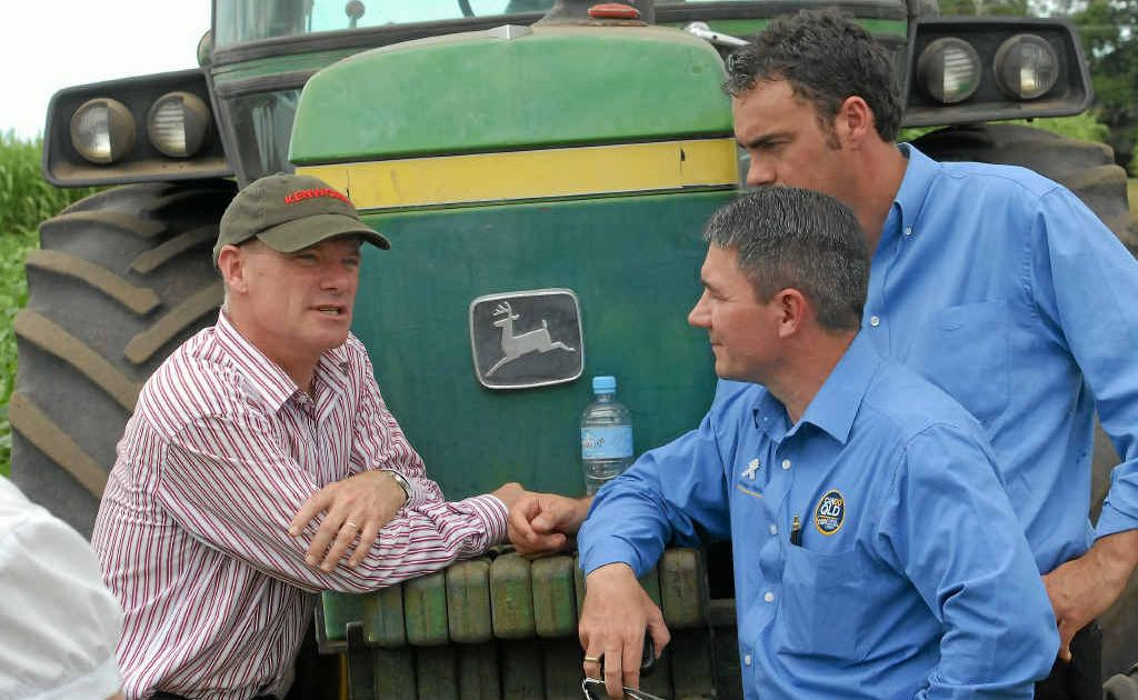 Campbell Newman talks agriculture with John Kerslake and Jason Costigan in Mackay during the State election campaign.